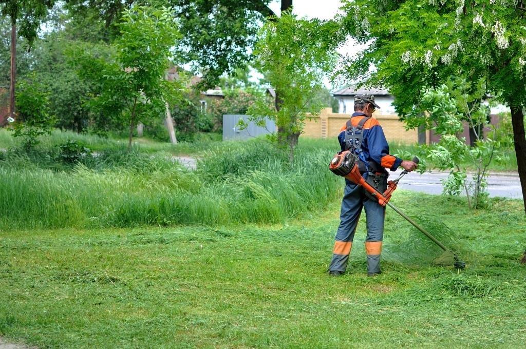 В Волгодонске активно идет покос травы
