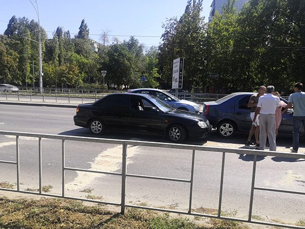 Две иномарки не смогли разъехаться: ДТП на Строителей в Волгодонске