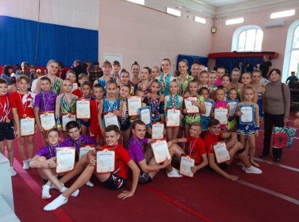 Спортсмены из Волгодонска достойно выступили на соревнованиях по акробатике
