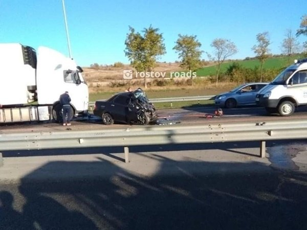 На трассе М-4 «Дон» большегруз смял «Ладу Приору»: водитель легковушки погиб на месте