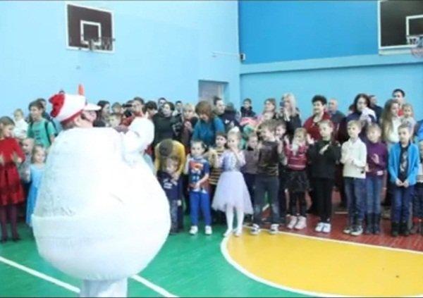 Много подарков и яркий праздник подготовили для маленьких жителей микрорайона №13
