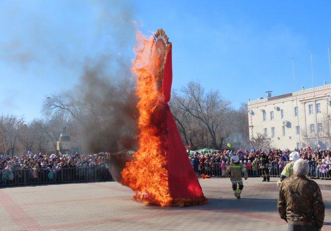 Масленица в Волгодонске все больше обретает южный колорит (фоторепортаж)