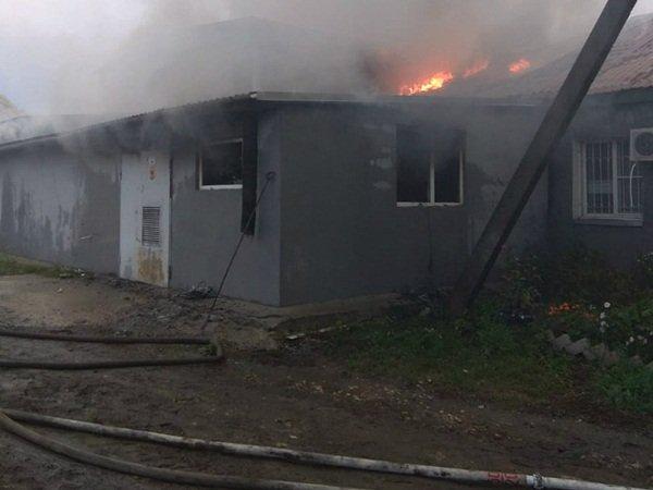 В Морозовском районе загорелось брошенное помещение
