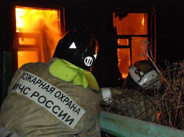 На Дону человеку удалось спастись из горящего дома