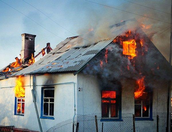На Дону загорелся частный дом