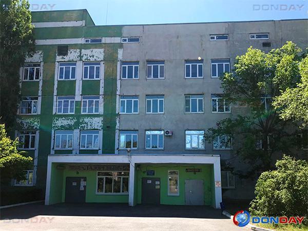 В Волгодонске полностью закрыли роддом - рожениц и новорожденных возят на скорой в Семикаракорск