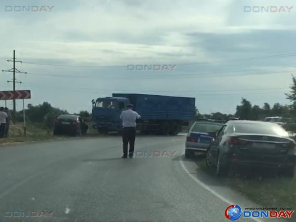 На трассе Волгодонск-Дубовское столкнулись «Тойота Королла» и КамАЗ: видео