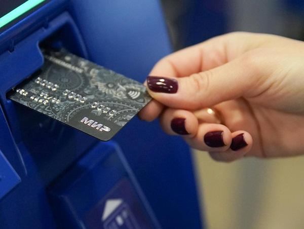 Волгодончанка нашла банковскую карту и решила погулять по магазинам