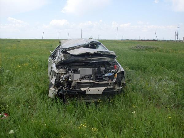 В Семикаракорском районе перевернулась иномарка: 59-летний водитель погиб