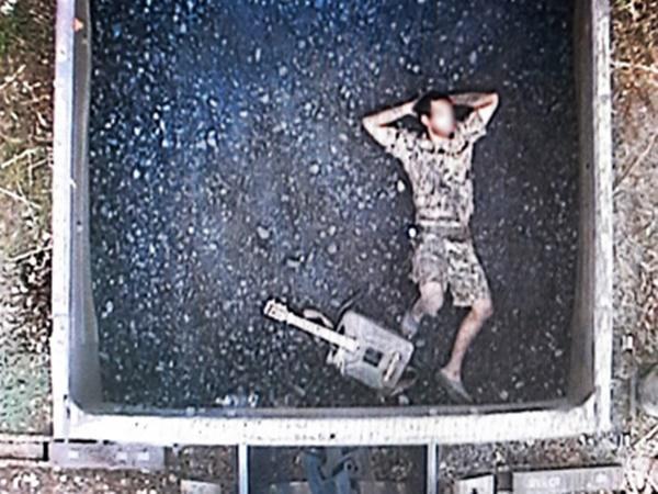 На море с гитарой: В Морозовске с грузового поезда сняли молодого человека