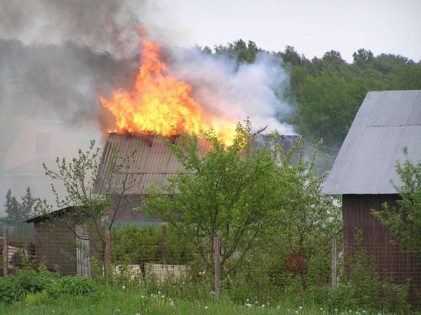 В Орловском районе загорелся частный дом