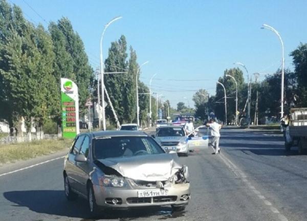 На выезде из Волгодонска столкнулись два автомобиля «КИА»: есть пострадавшие