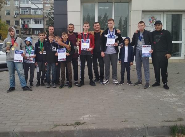 Спортсмены из Волгодонска завоевали девять медалей на турнире по любительскому микс-файту