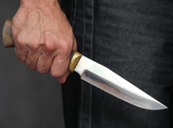 На два года колонии отправится житель Морозовска, ударивший знакомого ножом в грудь