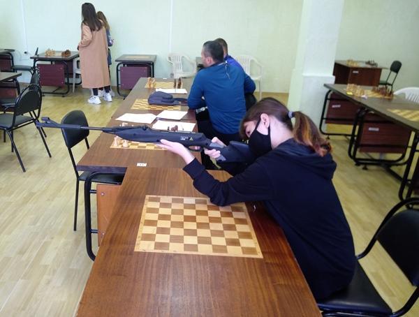 Более 150 студентов Волгодонска прошли испытание по стрельбе из электронного оружия