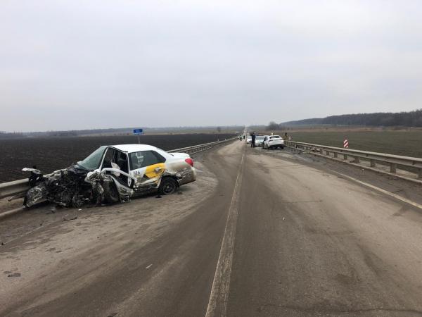 На трассе Ростов - Волгодонск столкнулись «Хендай» и «Опель»