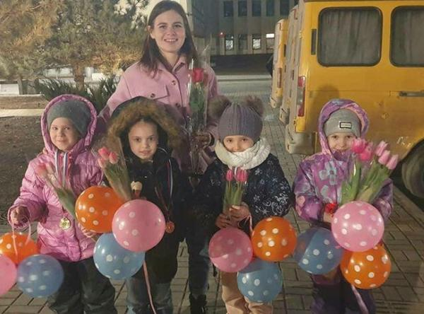 Юные спортсменки из Волгодонска стали лучшими на областном фестивале по акробатическому рок-н-роллу