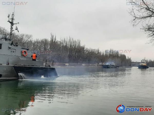 Через Волгодонск прошли 10 военных катеров Каспийской флотилии: видео