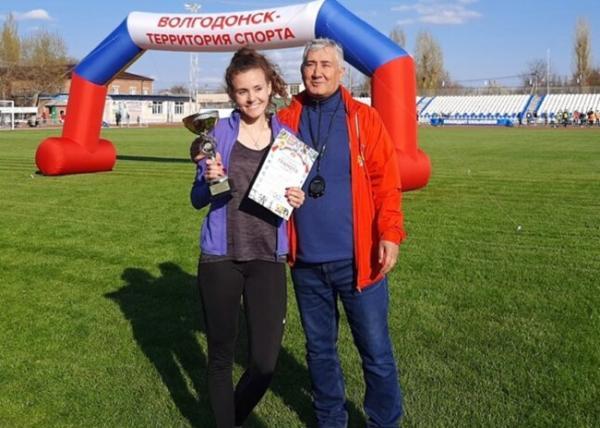 В Волгодонске прошла традиционная легкоатлетическая эстафета, посвященная Первомаю и Дню Победы