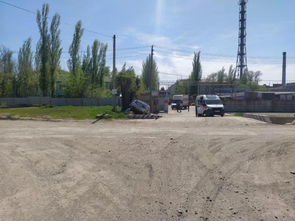 «Десятка» влетела в водосточный слив в Волгодонске: водитель погиб на месте